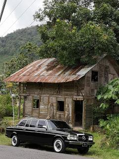 WOOD-HOUSE.-CARTAGO-COSTA-RICA-MERCEDES-LIMOUSINE-RIDES.jpg
